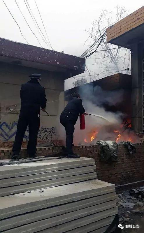 鄄城警方联合消防部门成功扑救一起火灾