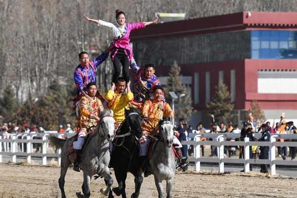 西藏传统马术表演藏历新年再度上演