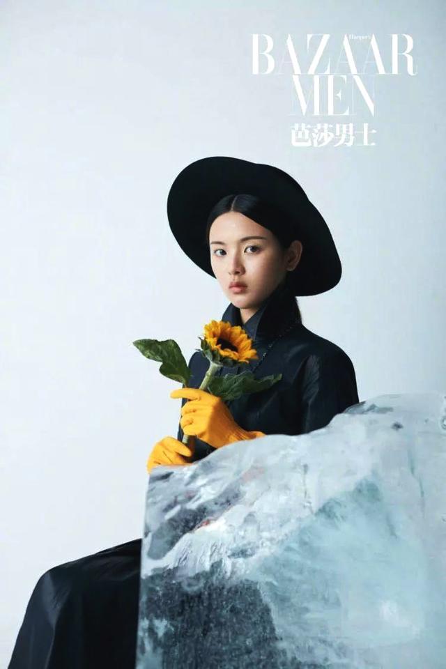 杨超越登芭莎男士,打破杂志女性销售记录,成95后女星第一人!