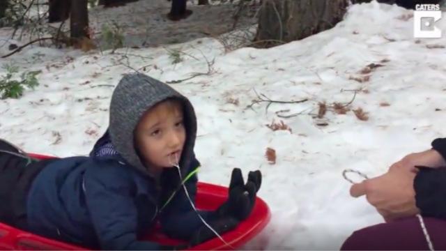 美6岁男童牙上绑线乘雪橇拔牙
