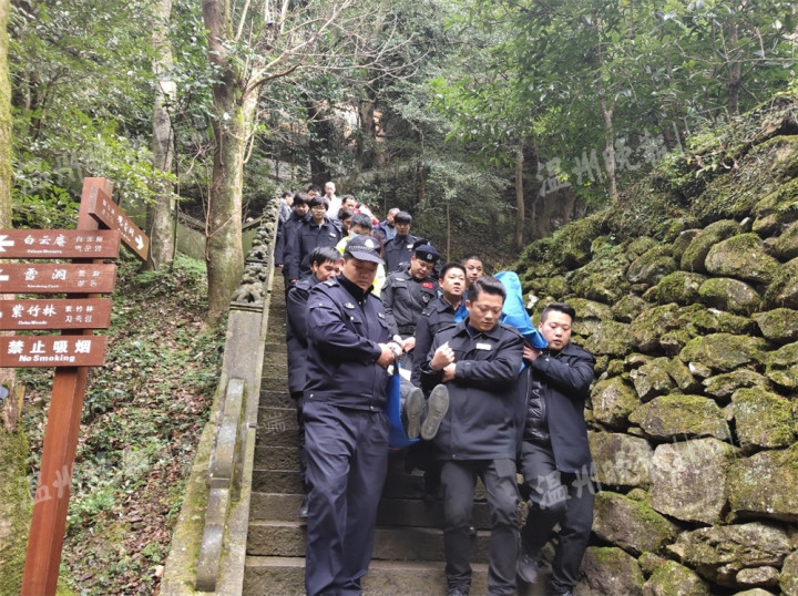 游客突发低血糖晕厥 雁荡山上警民合作救助暖人心