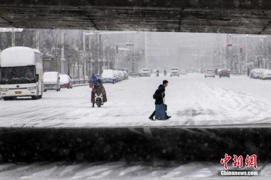 """雪扰春节返城路 中原地区""""铁公机""""受阻"""