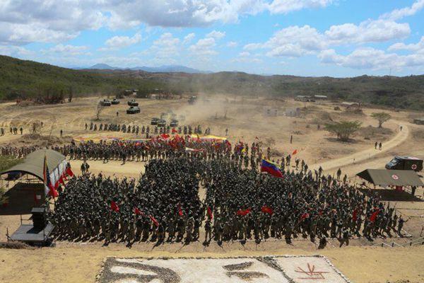 马杜罗启动委内瑞拉200年最大军演,模拟击退侵略者