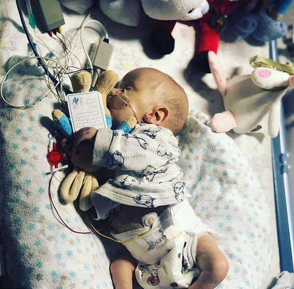 英一早产儿奇迹存活 患多种疾病曾多次被下达病危通知