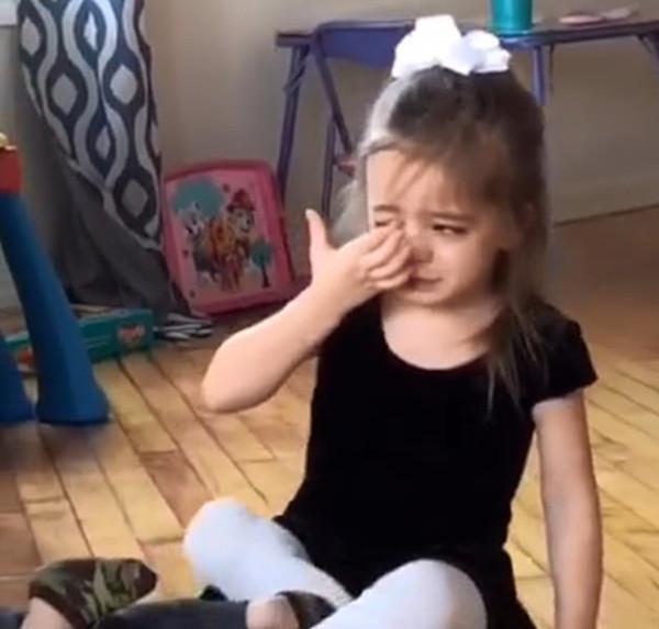 呵,女人!美父亲得知三岁女儿哭泣理由后哭笑不得
