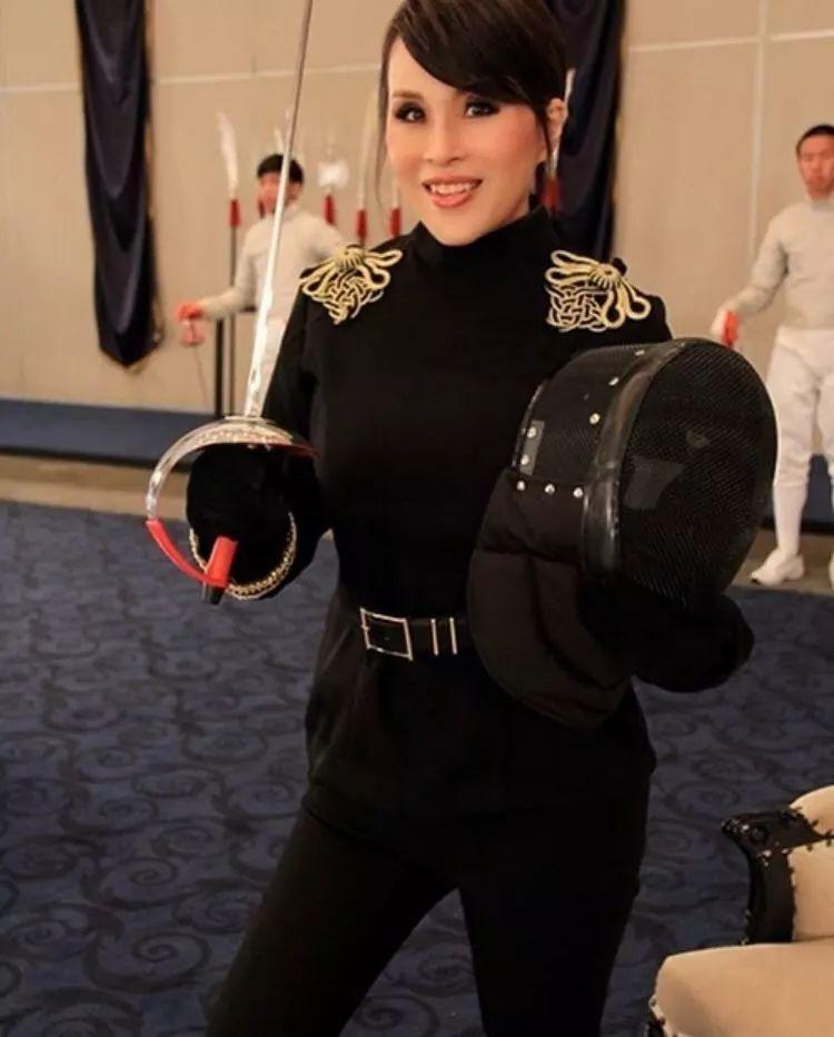 这位泰国公主不简单:一路娱乐时尚圈女王直到总理梦