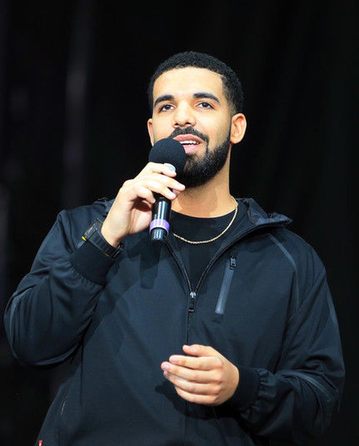 Drake出席格莱美 获奖感言疑似被切断换成广告