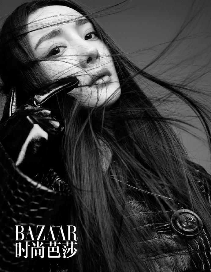 组图:杨幂三月新封面,黑白风格尽显冷艳!