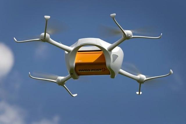 春节也送货:机器人送快递天上飞来无人机