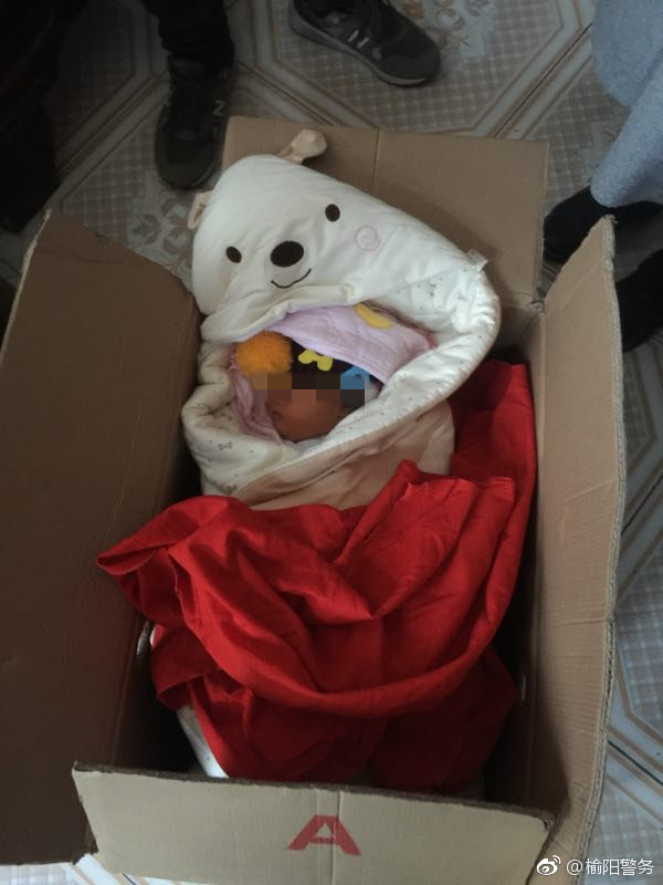 榆阳李家沟村附近发现一弃婴 民警到场救助