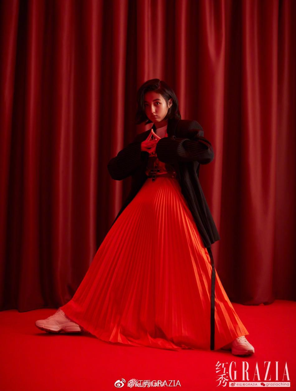 张子枫演绎混搭复古风_既具年代感又不失少女气息