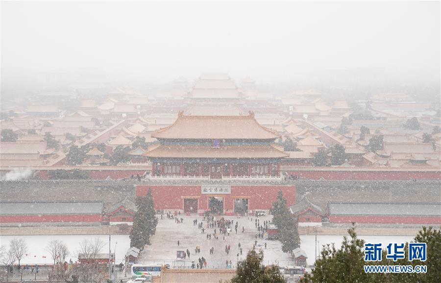 北京近日降雪 大批游人故宫赏雪