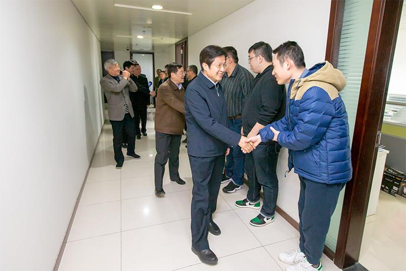 高云龙、徐乐江等会领导节后上班看望机关干部职工