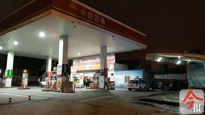 柳州一男子被发现死在加油站厕所内