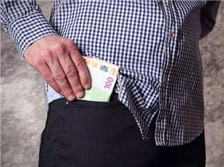 回家过年变回家办卡 银行信用卡玩