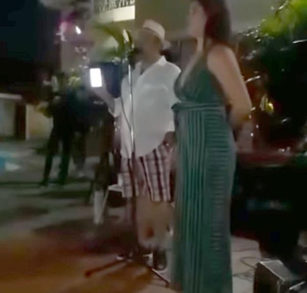 男子派对当众揭发女友劈腿 与自己20年好友偷情