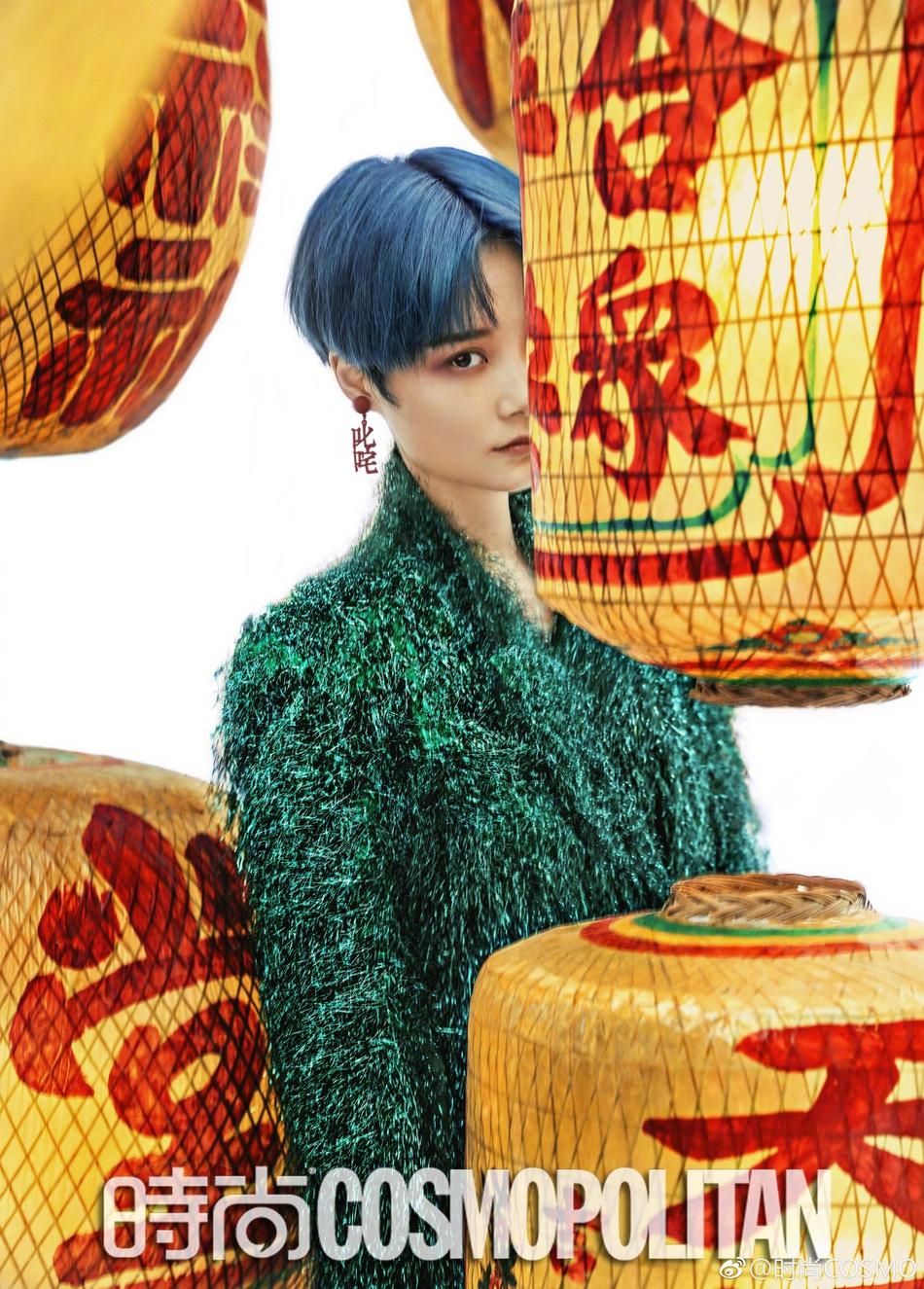 李宇春个性配饰撞上传统灯笼,构造别样中国风!