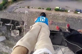 摩洛哥跑酷运动员在79米高楼顶倒立
