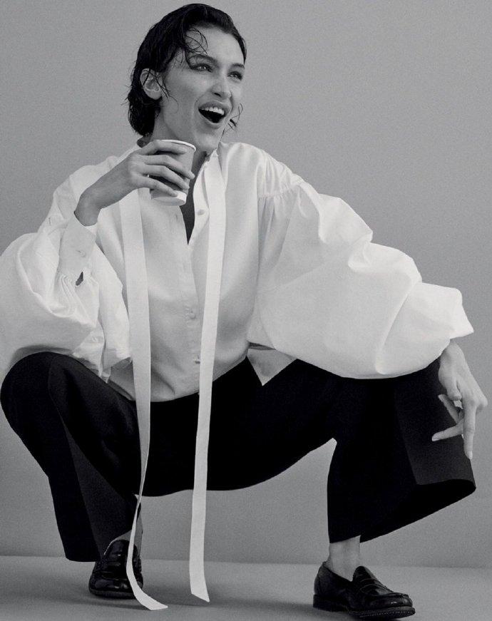 Bella Hadid超速成长为全球超模 嬉皮刘海复古造型登封面