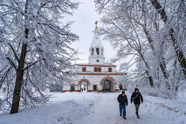 俄罗斯雪中庄园吸引众多游客