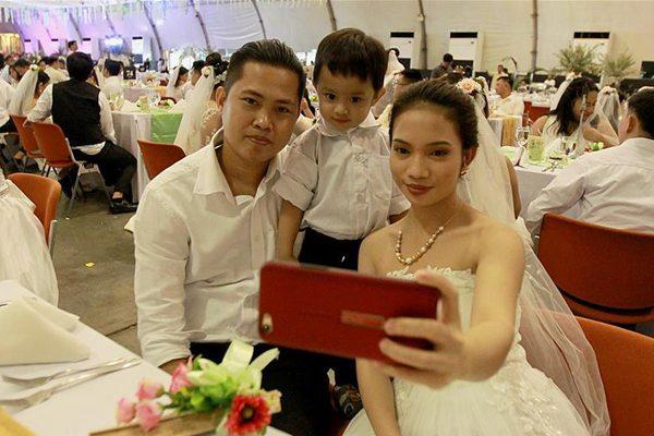 菲律宾举行集体婚礼 逾三百对新人参加