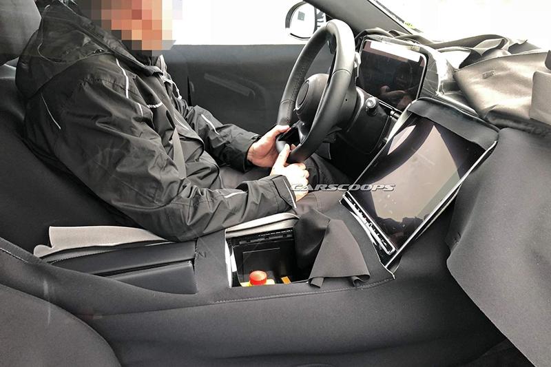 全新奔驰S级内饰谍照曝光 采用超大尺寸独立中控屏