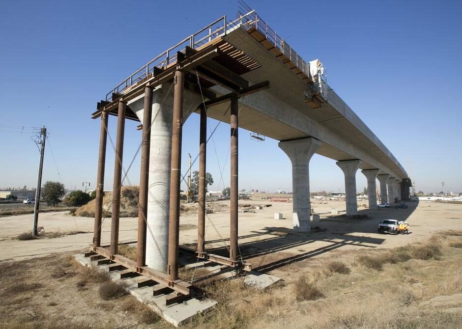 特朗普催加州还35亿高铁项目拨款,加州州长:就不还!