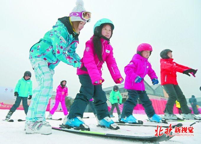 """花滑""""冰娃""""考级人数翻倍 冰雪运动越来越热"""