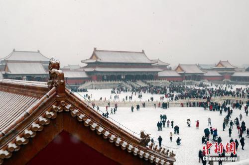 """中东部天气现""""北雪南雨"""" 北京将迎入冬来最强降雪"""