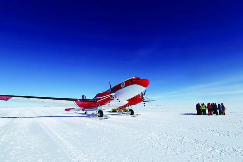 我极地飞机完成关键南极探测