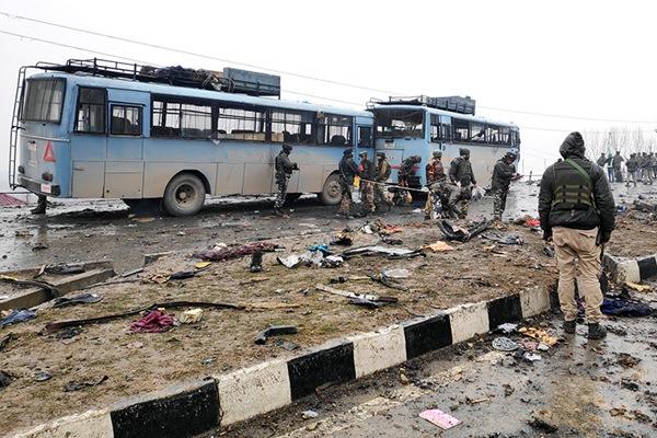 印警察部队在克什米尔遭炸弹袭击致至少44死