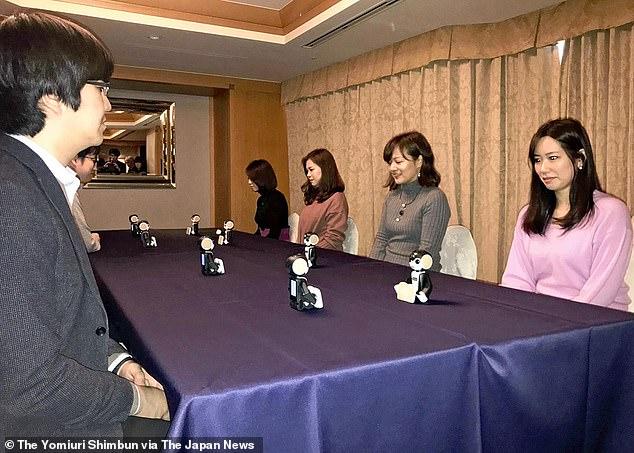 """日本现新型""""代理相亲""""机器人  可代相亲双方对话"""