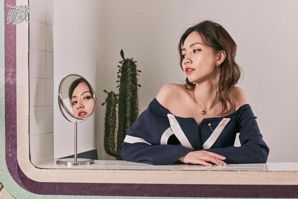 刘惜君杂志大片曝光 早春裙装演绎复古时尚