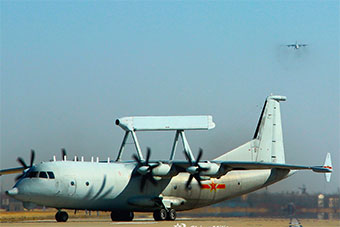 海军航空兵空警-200预警机进行全天候飞行训练