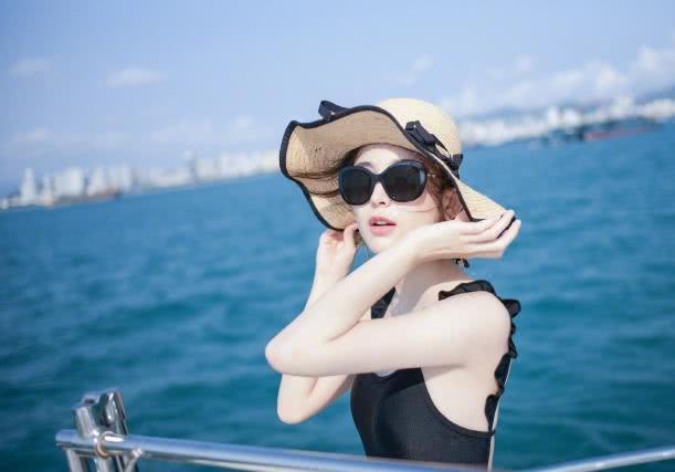 古力娜扎晒度假泳装照,完美身材超性感!