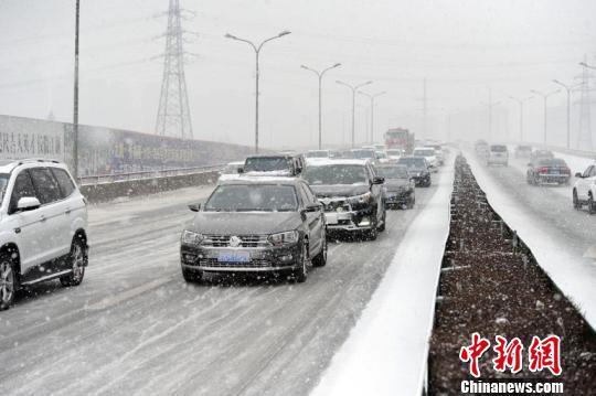 """吉林迎来春节后首场降雪 缓解""""贫雪""""现状"""