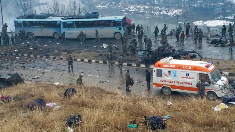 印度中央储备警察部队车辆遇袭 已致42人死亡