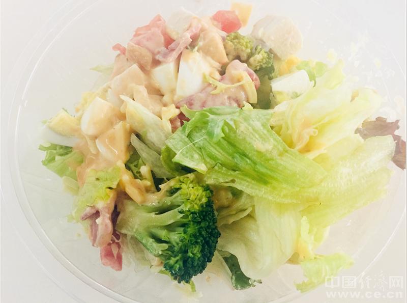 减肥时期吃蔬菜沙拉靠谱吗?原形理解一下