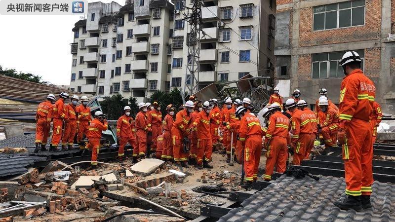 福州一五层自建民房倒塌 发现17名被困人员 已救出15人