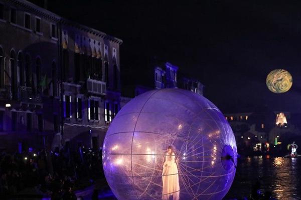 2019威尼斯狂欢节开幕 沿运河开启大狂欢模式