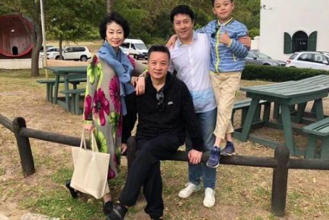 蔡国庆的亲密好友,阎维文漂亮老婆近照曝光,30岁曾患上乳腺癌
