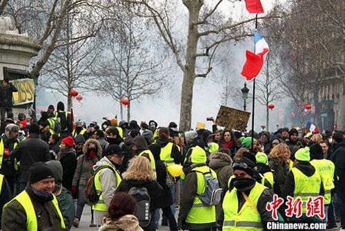 巴黎遭遇第14轮示威 迎来关键时间点