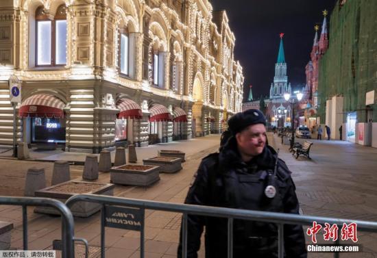 俄近日多地接到炸弹威胁消息 大批民众被疏散