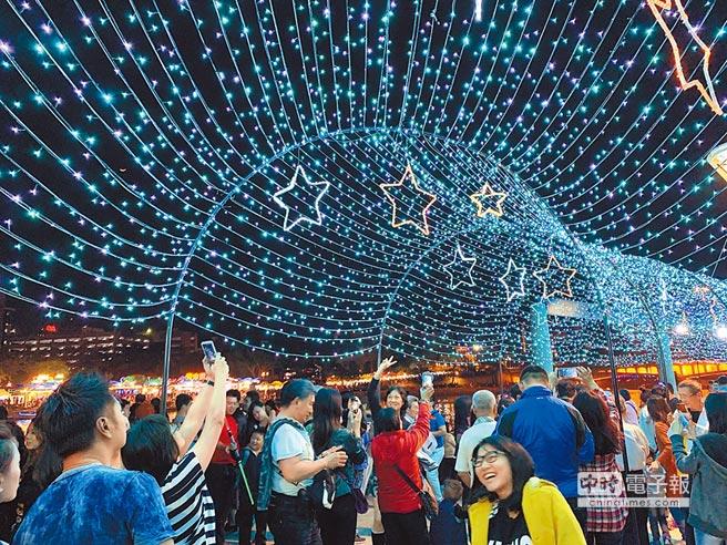 人进来了!高雄春节观光人潮140万 灯会游客成长43%