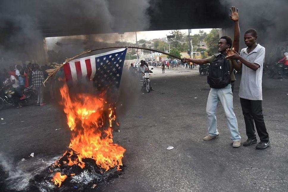 """海地示威者高喊""""美国去死,普京万岁""""  要求摆脱""""美国的占领"""""""