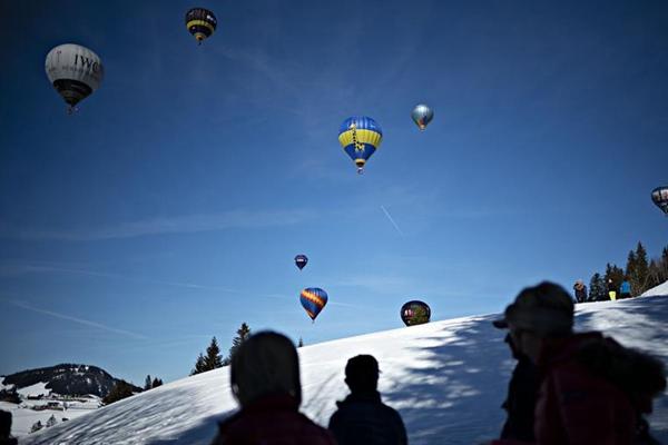 瑞士萨特尔举办热气球节