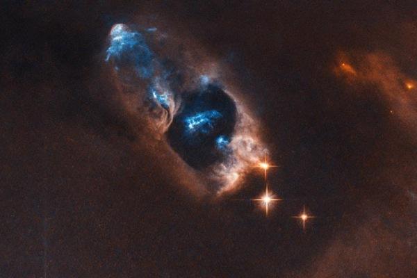 哈勃太空望远镜捕捉到新生恒星 距地球约1000光年