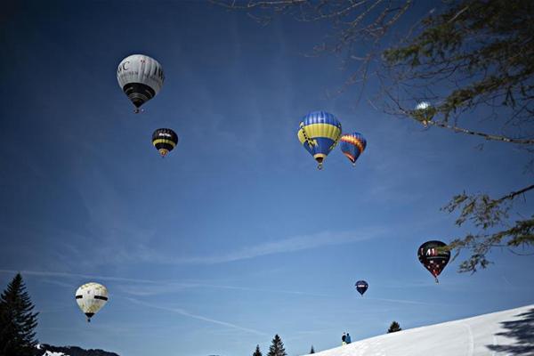 瑞士萨特尔举行热气球节