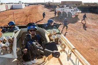 中国赴马里维和部队参加超级营地安全防卫演练
