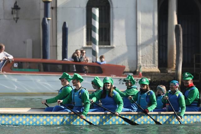 狂欢节开幕 水城威尼斯尽情狂欢